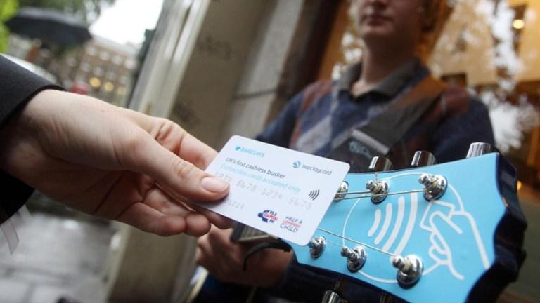 Londres-paiement-virtuel-artistes-de-rue