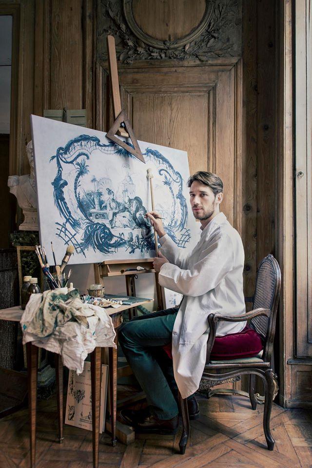Frantz Wehrlé, peintre décorateur dans son atelier