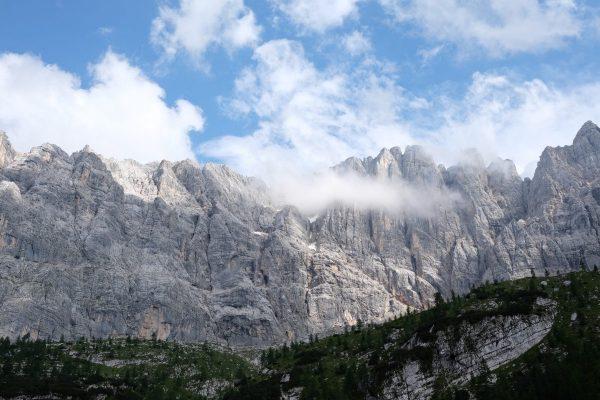 Dolomitas frente al lago Sorapis