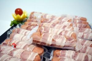 Salchicha pollo queso bacon, a Domicilio