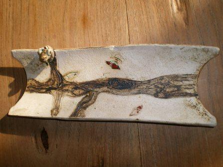 repose cuillère modèle oiseau sur une branche d'arbre