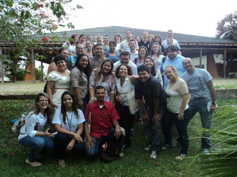 As turmas 2 e 3 reunidas ao final do curso