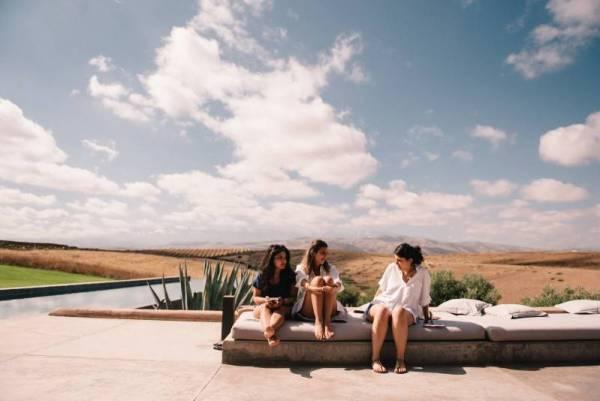 chloe-lapeyssonnie-cool-modern-hipster-wedding-desert-marrakech-villak_0016-800x534