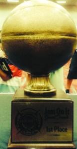El trofeo que se trajeron a Colorado.
