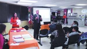 En los momentos de la charla informativa a cargo de Mitch Morrisey, Fiscal de Distrito.