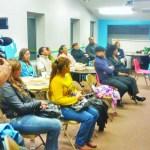 Familias hispanas acuden a informarse sobre diferentes tópicos sobre la violencia doméstica.