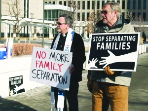El apoyo religioso, siempre en cada una de las acciones de las personas que sufren de la deportación.