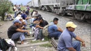 """""""Las Patronas"""" regalan comida a diario a todo migrante que viaja a bordo de la bestia en su paso por el Barrio de La Patrona."""