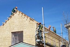 Los presos trabajan tres días a la semana en la construcción de casas, enfocándose en el desarrollo de la habilidad de ser parte de proyectos de construcción. (Fotos cortesía Scott Gilbert).