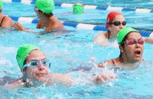 Importante que los padres de familia aprendan a nadar.