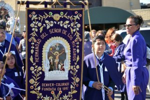 Goshen Carmel –derecha-, es homenajeado por la Casa Blanca. (Foto cortesía Ciudad de Denver)