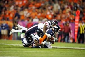 Broncos y Texans en plena acción...