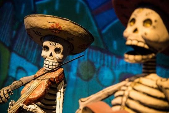 Día de los Muertos : le bal du papier mâché ! (Video)