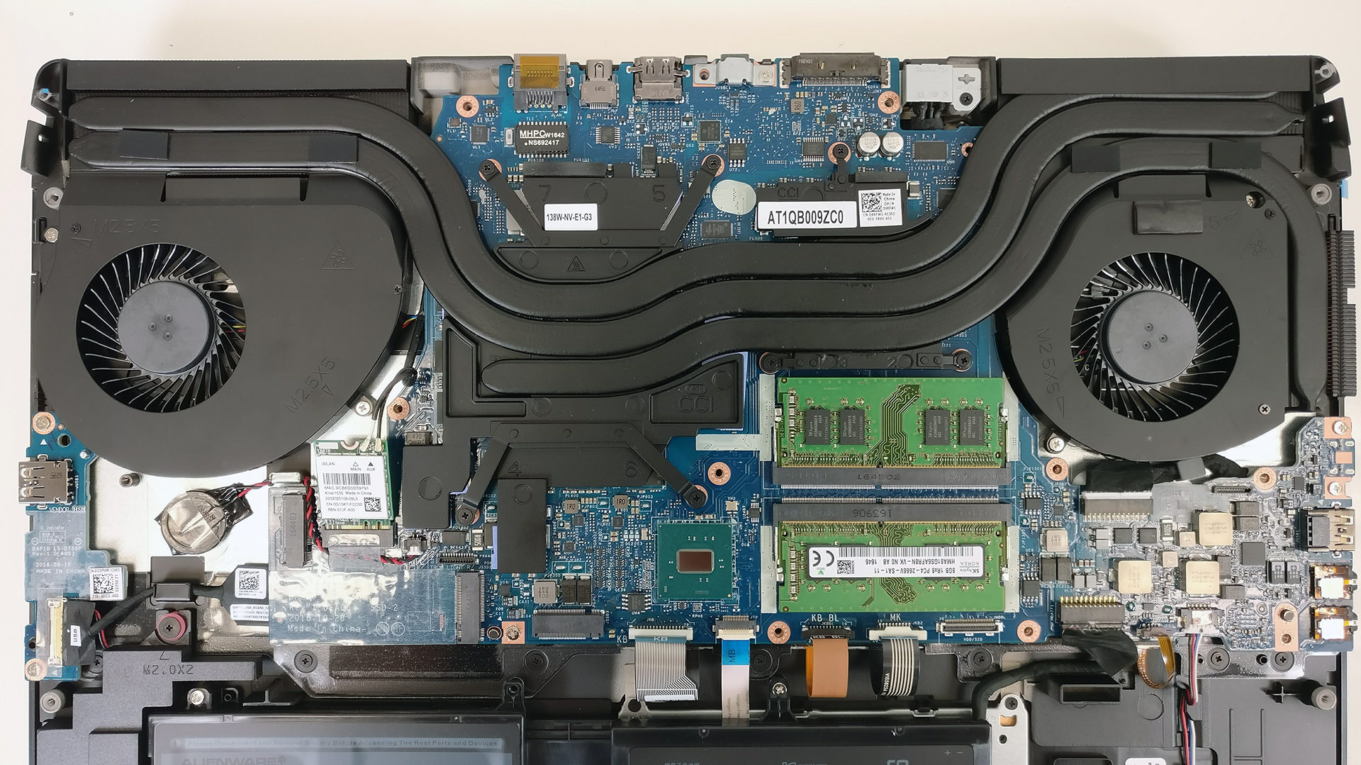 Inside Alienware 17 R4 – disassembly, internal photos and
