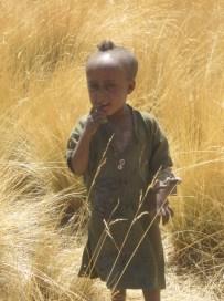 Niño al que tuve la desvergüenza de robarle una foto (con permiso de mi guía, pero no de sus padres)