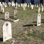 Patria e onore, i nostalgici tengono pulite le tombe dei caduti