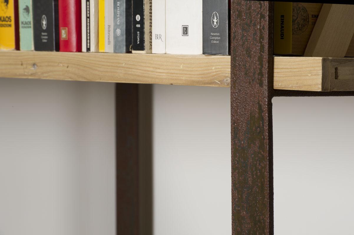 libreria contemporanea stile industriale legno e ferro