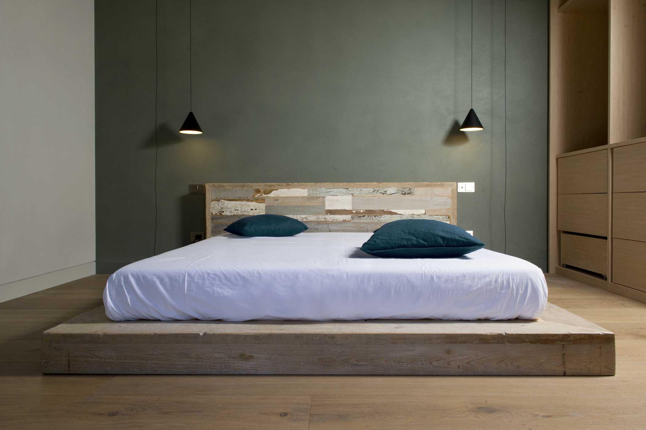 spalliera letto in legno vintage restaurato colorato e rovere antico