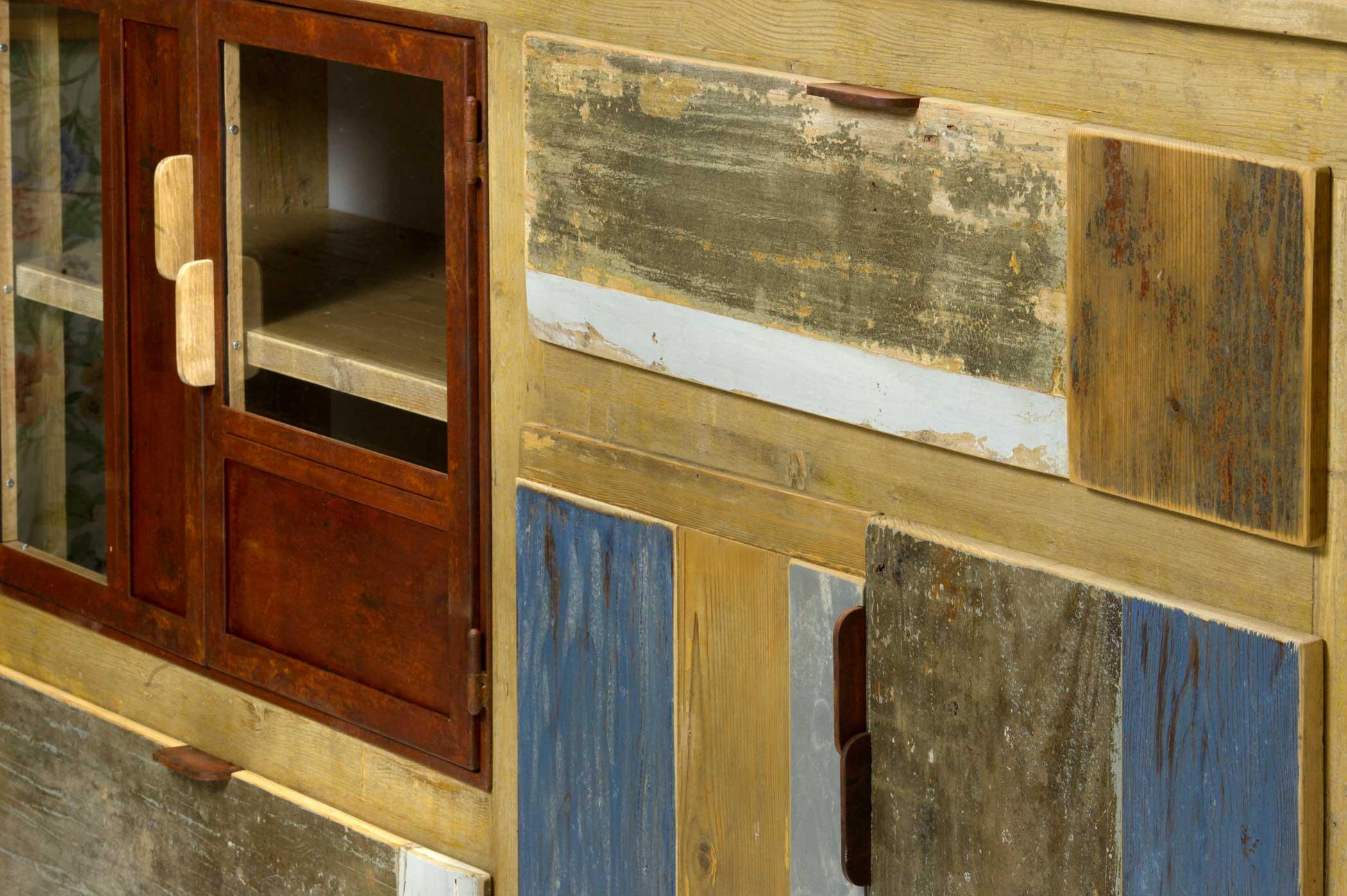Dettaglio della madia in legno di recupero e ferro ossidato de Laquercia21