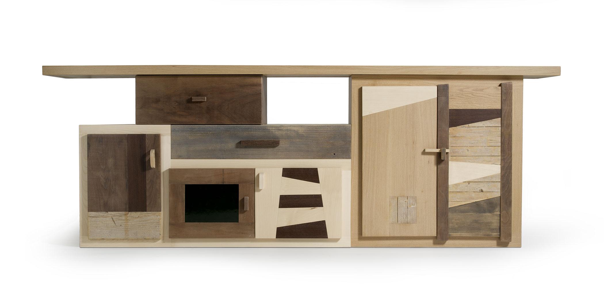 Arredi su misura per la zona living e la casa. Arredamenti con legno di recupero e massello