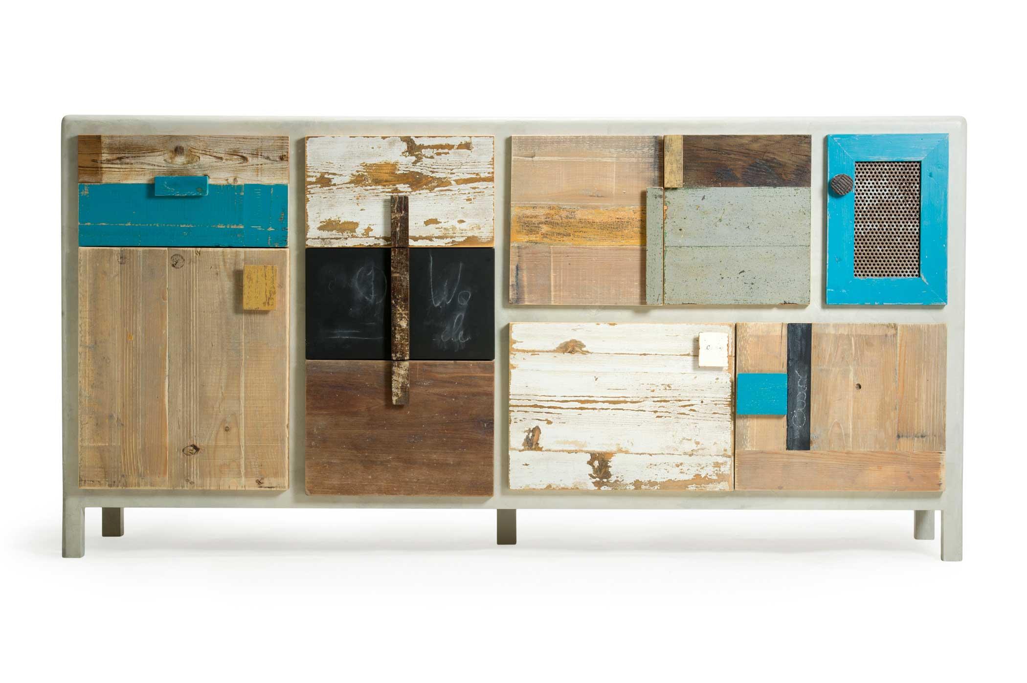 Madia moderna con ante in legno massello, lavagna, legno riciclato.