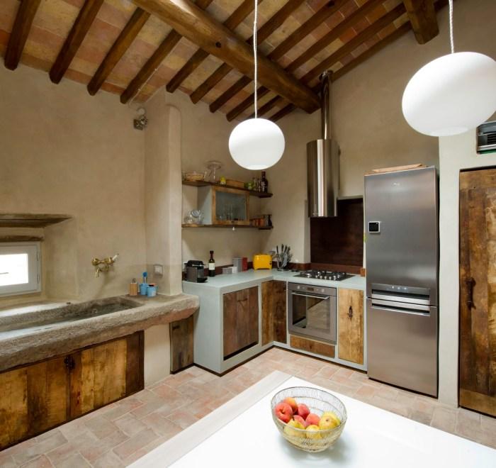 Cucina artigianale in legno di recupero
