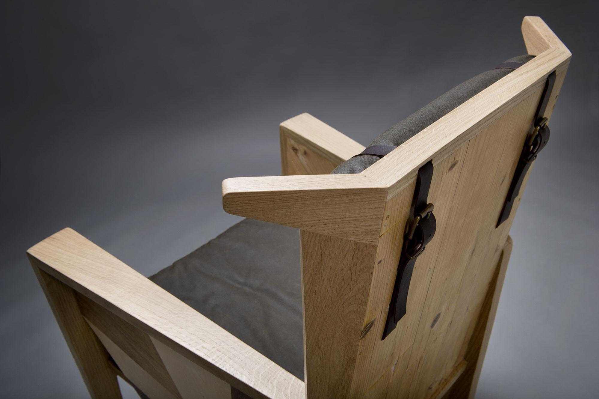 Poltrona in legno riciclato e legno massello con cuscini sfoderabili in waxed canvas. Abiuno e Laquercia21