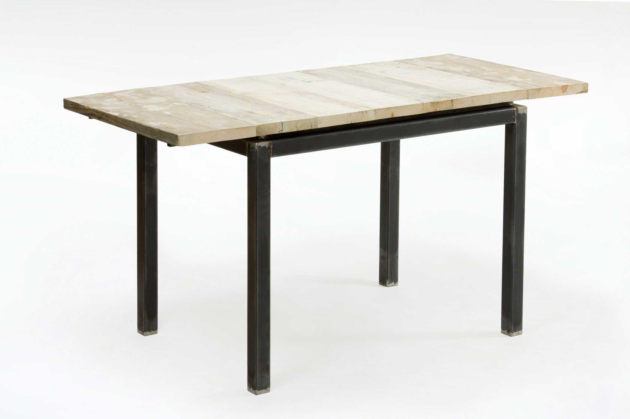 Tavolo allungabile su misura con legno antico restaurato e base in ferro