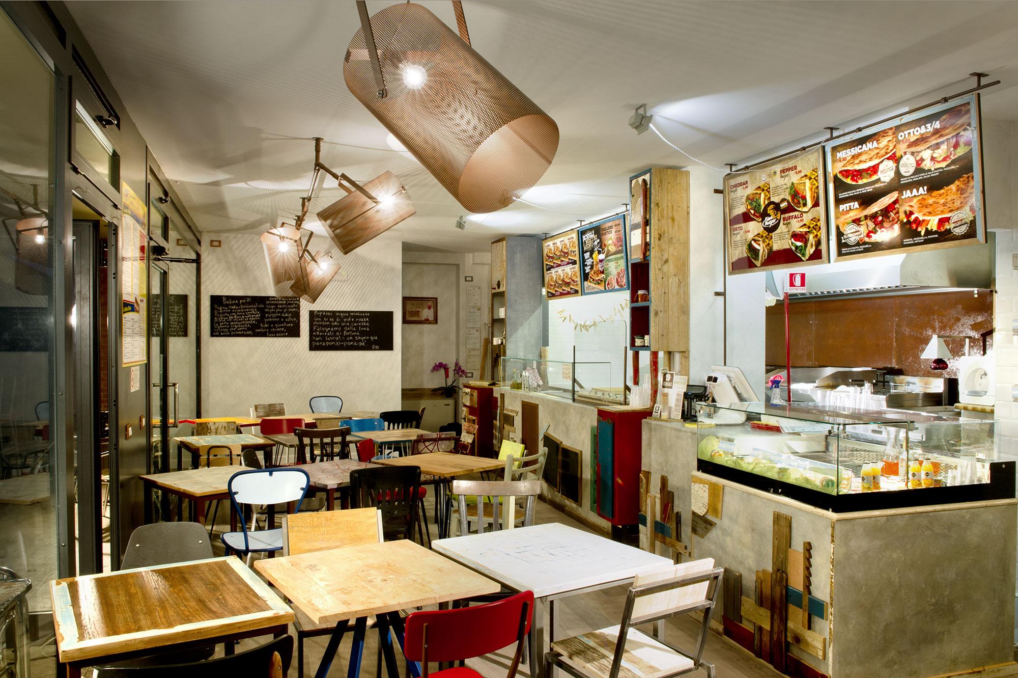 bancone per ristorante in resina grigia e legno di recupero