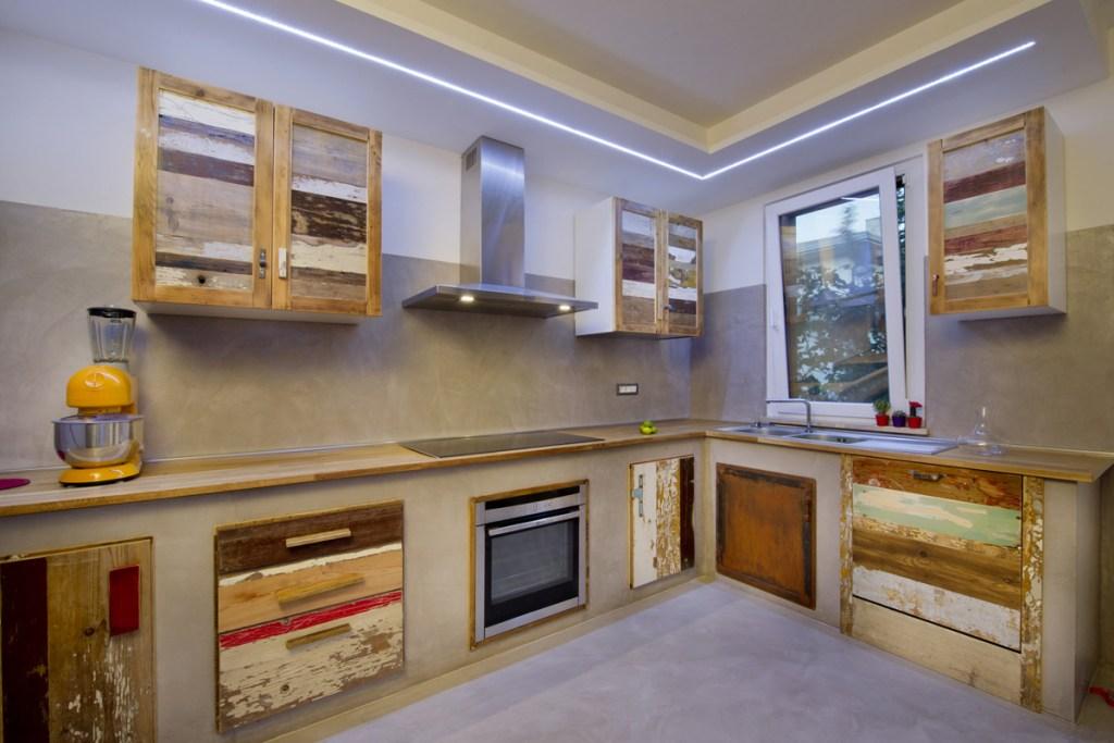 cucina legno riciclato resina stile industriale
