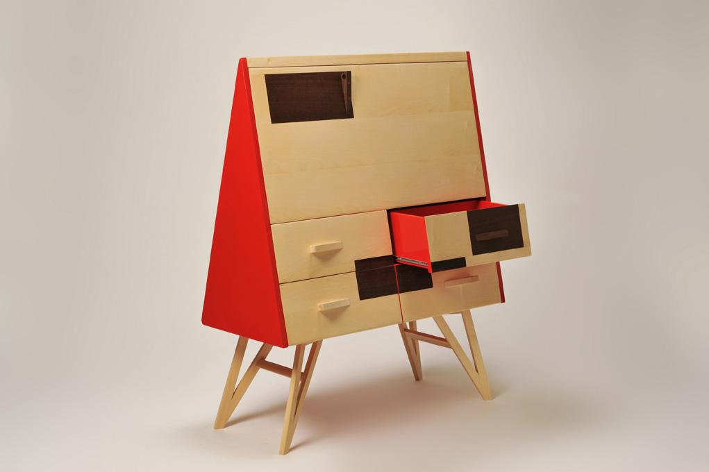 Scrittorio triangolare con cassetti e apertura a ribalta in legno