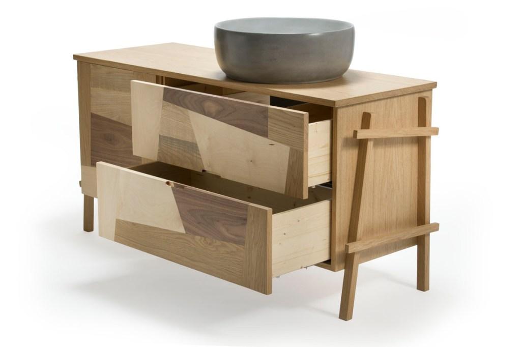 Cassettiera per bagno in legno su misura e ciotola in grassello di