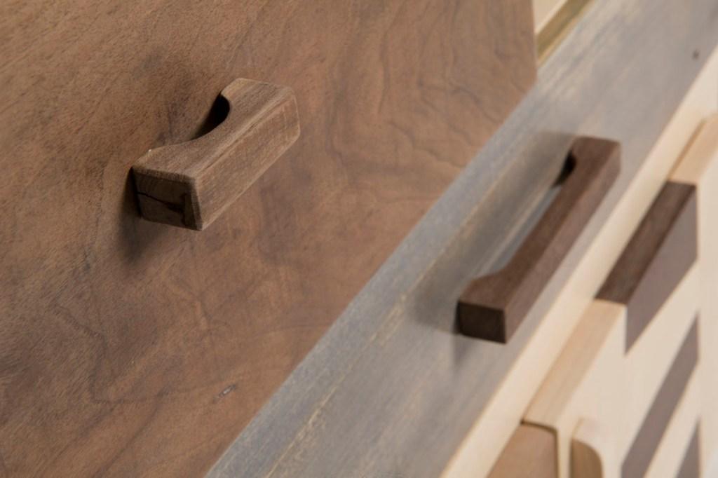Cassettiera in legno massello artigianale, falegnameria Umbra contemporaneo