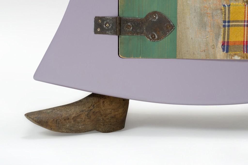 Legno vintage e vecchi oggetti di antiquariato per mobili artigianali a Milano, via corsico
