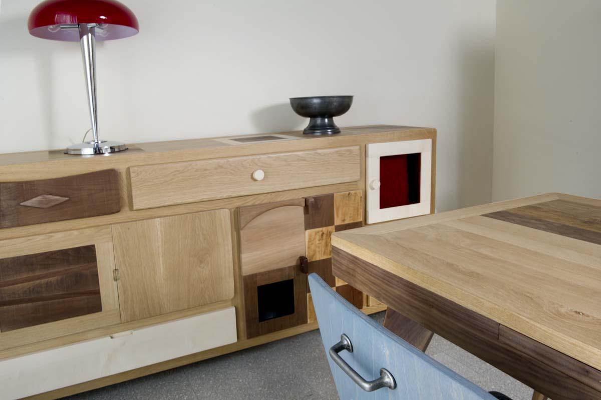 mobile buffet legno recupero e massello chiaro e scuro e vetro colorato