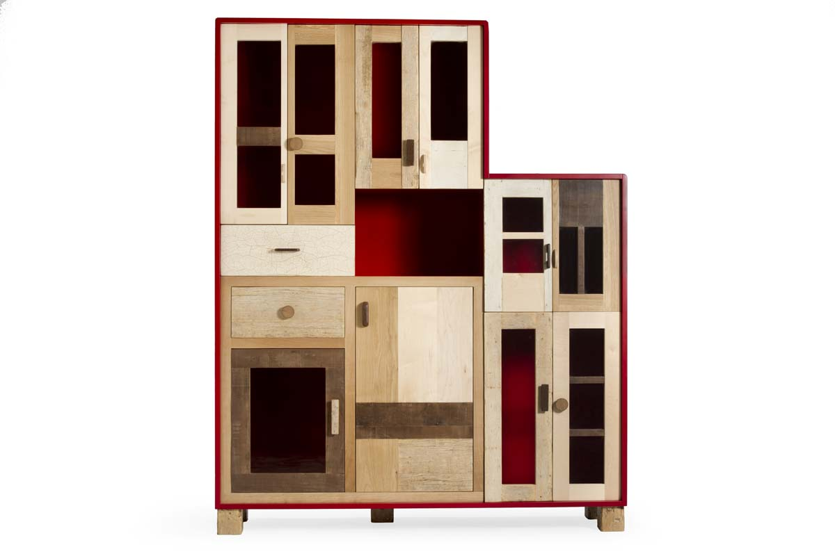 Dispensa rettangolare alta in legno massello e laccatura rossa artigianale