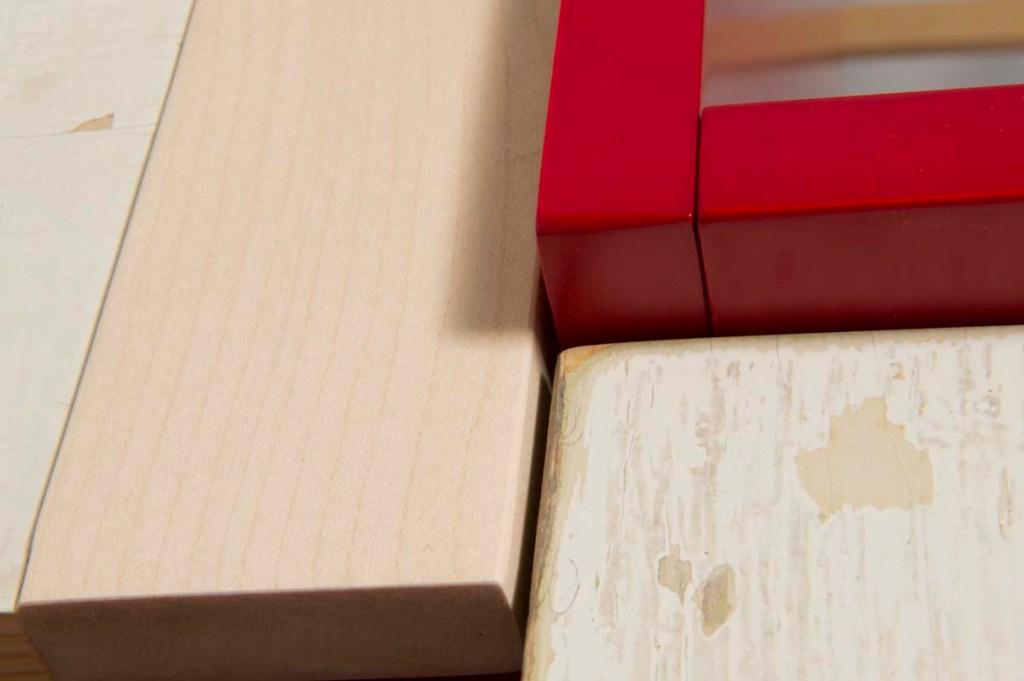 anta per mobile e finestra in legno massello chiaro e laccatura rosso opaco