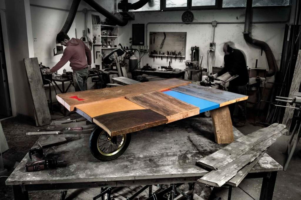 tavolo con ruota in legno di recupero ispirato ai quadri di Tommaso Cascella, Laquercia21