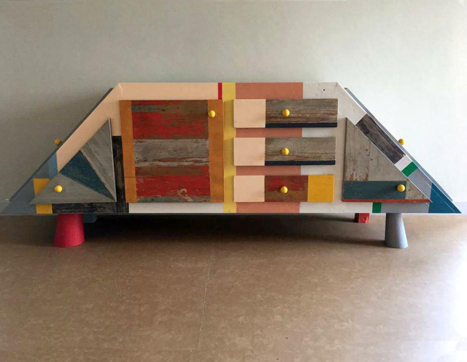 madia moderna bassa con legno recupero stile industrial colorato
