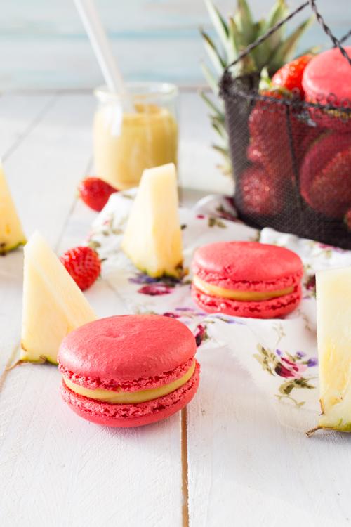 Macarons Au Curd d'Ananas, coeur Tartare de Fraises