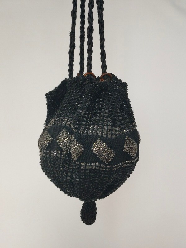 Vintage-beaded-hangbag