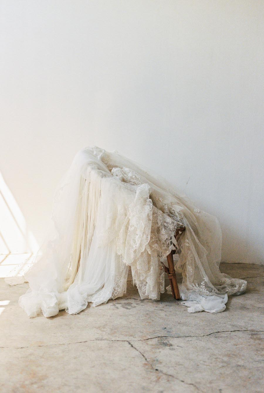 vintage-dresses-veils-lace