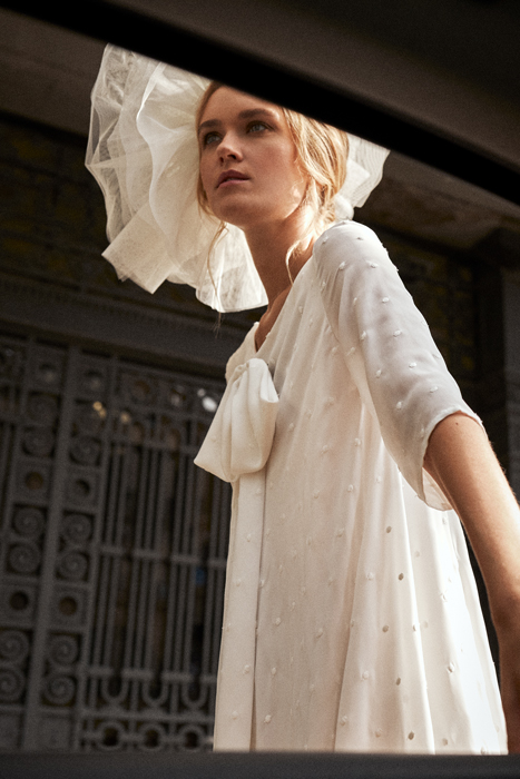 Short vintage wedding dress with headdress