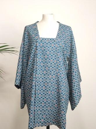 vintage-short-kimono-woman