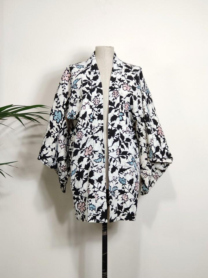 chaqueta-japonesa-corta-mujer