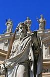 Statue_at_Basilica_S_Pietro