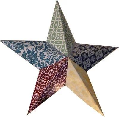 Em casa eu decorei com as estrelas da nossa verdadeira árvore de Natal. Pequenas asens usadas como elementos de fundo para fotos.
