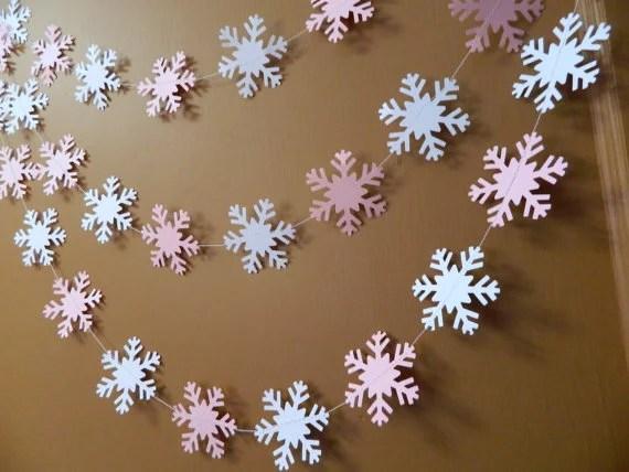 Papiergirlanden-Schneeflocken: Dekorieren einer Wohnung für das neue Jahr girlyanda iz snezhinok 7