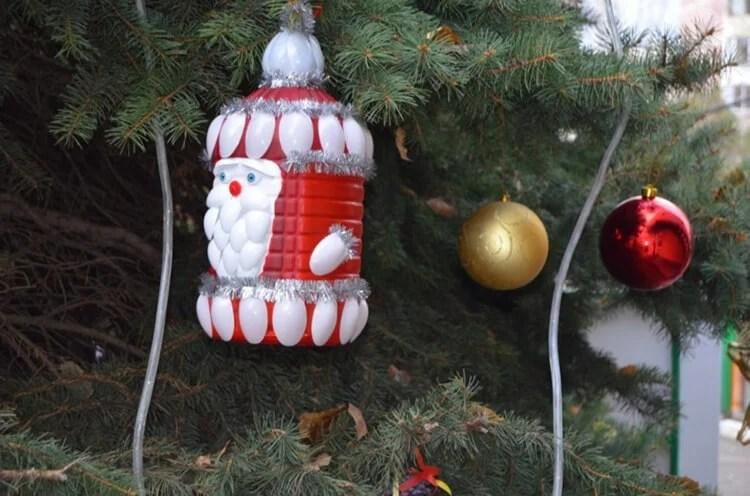 Julgranleksaker på julgran med egna händer: Vad kan göras för det nya året Elochnaya igrushka svoimi rukami 56