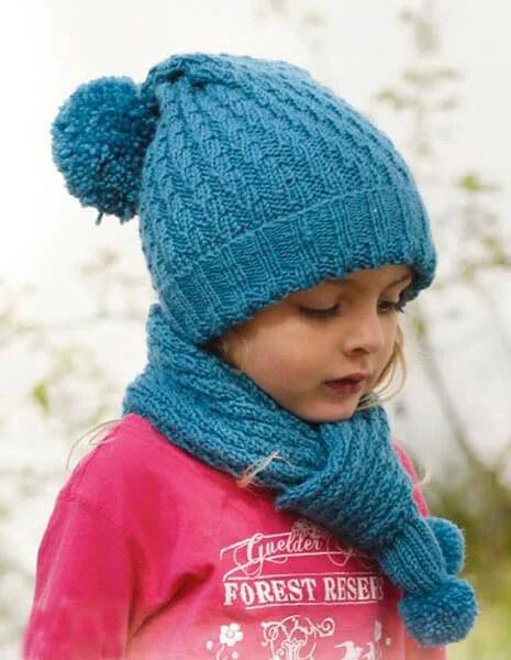 Bonitos chapéus para a menina: agulhas de malha para o inverno shapka spicami dlya Devochki 23